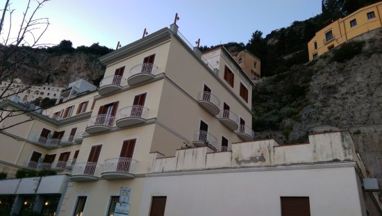 Hotel la Bussola: balconies on all sides offer nice views