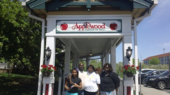 Applewood Farmhouse Grill: All smiles. All full. Seriously, we were smaller than that when we went in!