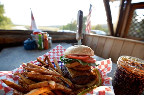 Heart Six Guest Ranch : Buffalo Valley Cafe on property serving Breakfast, Lunch and Dinner