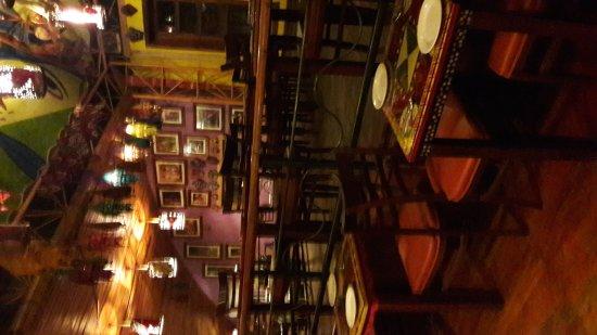 PEERU'S CAFE: Awsome place and awsome foood