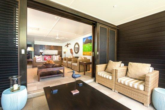 Te Vakaroa Villas: Balcony 2 bedroom villa so spacious with an amzing view