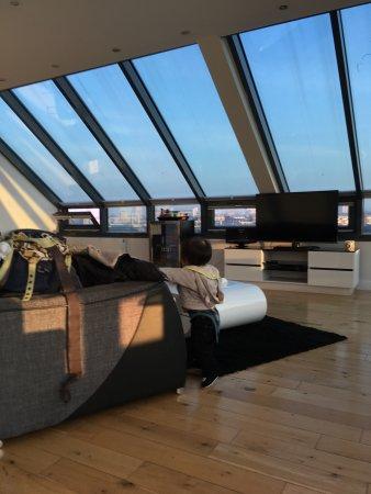 Chelsea Bridge Apartments: リビングルーム