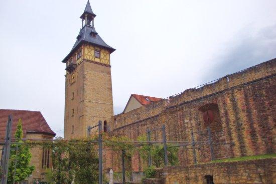 Marbach am Neckar, Alemania: Die Stadtmauer neben dem Oberen Torturm