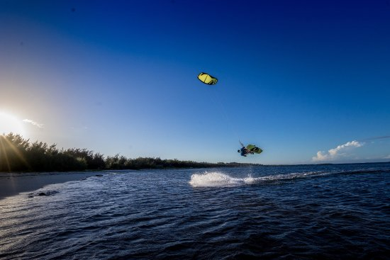 Sakalava lodge moniteur de kitesurf en action