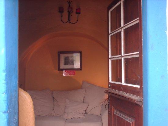 Alcacovas, Portekiz: À resposta da D. Rute, é visível a limpeza à chegada e o vidro partido, enfim...