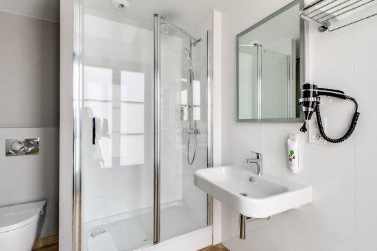 Salle de bain chambre sup rieure picture of hotel du for Salle de bain toulouse
