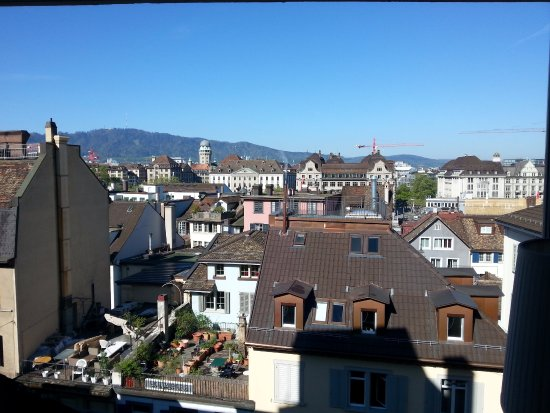 Hotel Marta: Not a bad view !Looking over the roofs in Zurich at Uetliberg