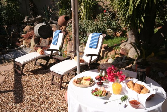 Villa Surprise Guesthouse: Breakfast Bliss