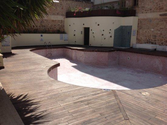 Puding Marina Residence: dry pool