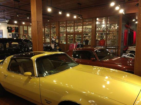 Pontiac, IL: Cars inside