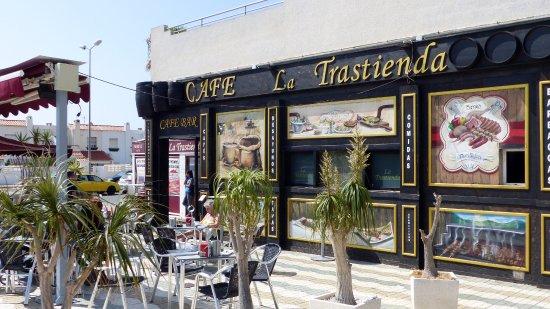 Retamar, España: View of Cafe Front & Sign