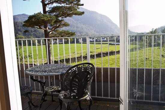 The Borrowdale Gates Hotel: Deluxe Room view with balcony