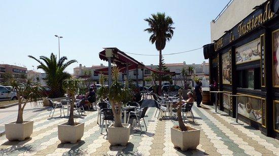 Retamar, España: View of Terrace Seating
