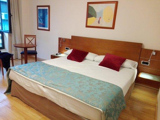Hotel Blue Longoria Plaza: Cama grande