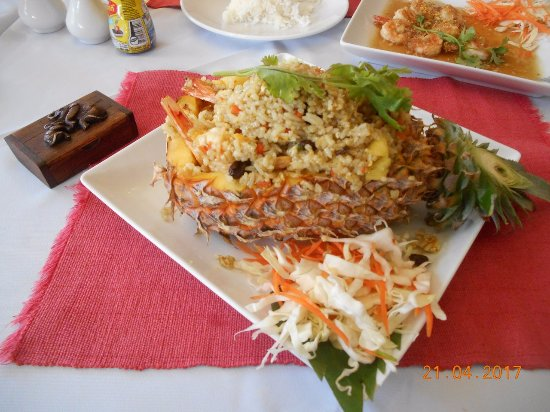 Three Crowns Restaurant & Grill: Красиво и вкусно!