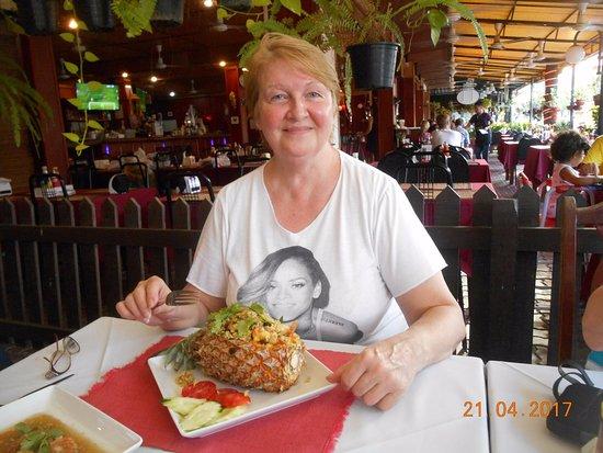 Three Crowns Restaurant & Grill: Кажется Beyonce тоже нравится моё блюдо)))