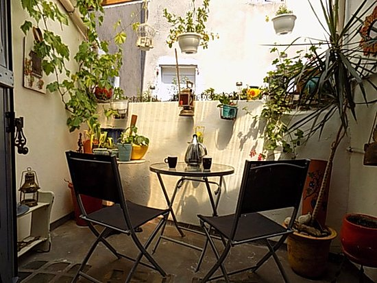 Cessenon-sur-Orb, Prancis: Balcony from the dining area