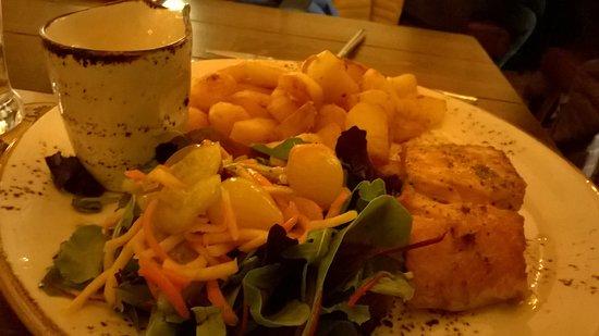 Elburg, Países Bajos: salmone e patatine