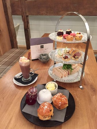 Denbigh, UK: Festive afternoon tea