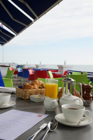 Seafood & Grill Restaurant: Breakfast on the terrace