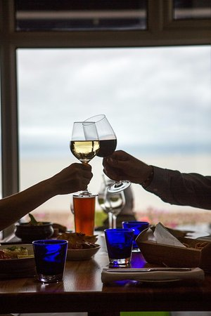 Seafood & Grill Restaurant: Cheers to a stunning view!