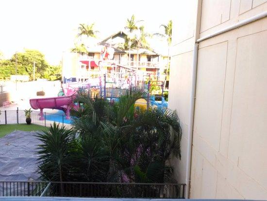 بارادايس ريزورت جولد كوست: Aqua view room from balcony - Astro Alley