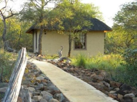 Shikwari Game Reserve: Exterior of suites at Shikwari