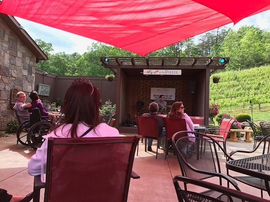 Sautee Nacoochee, Georgien: Live music at Serenity Cellars