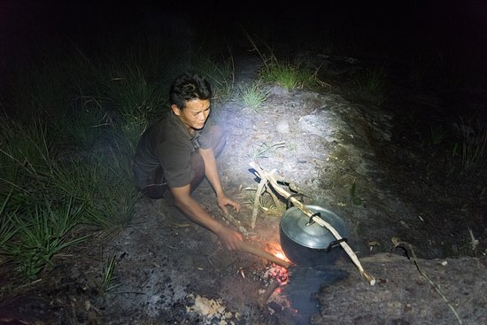 Paksong, Laos: Cooking dinner