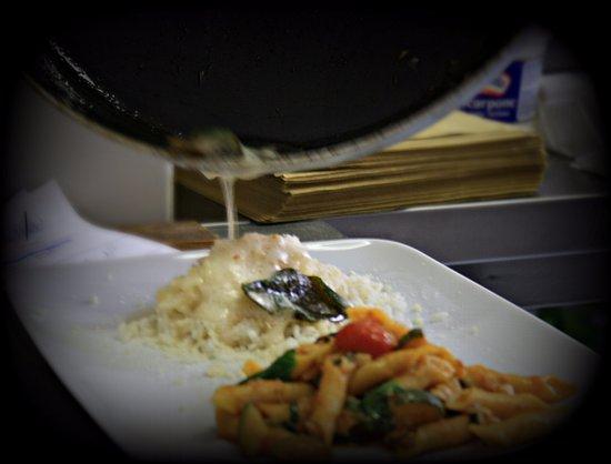 Castiglione d'Intelvi, Italia: Preparazione piatti