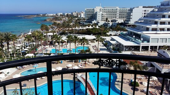 Constantinos the Great Beach Hotel: 20170425_160212_large.jpg