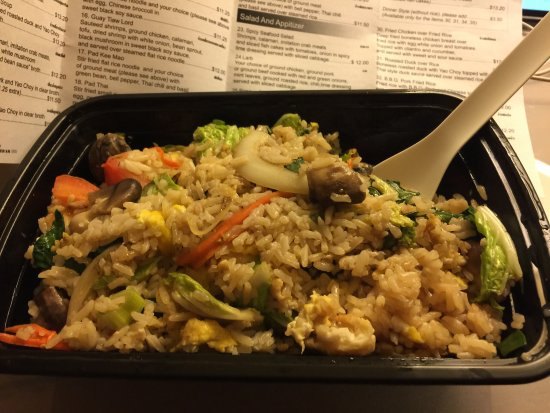 King Of Thai Noodle: YUMMY vegetarian fried rice!