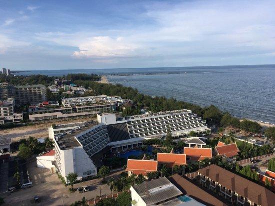 Golden Beach Hotel Cha-am: Un aperçu de la vue du 20eme, ainsi que quelques vues des commodités (piscine, étages)