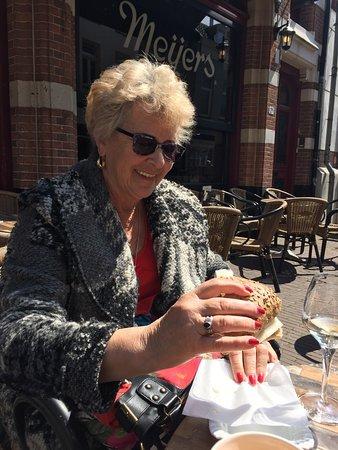 Cafe Meijers: Café Meijers, Arnhem, gezellig terras met heerlijk broodjes, fijne bediening en leuke locatie!