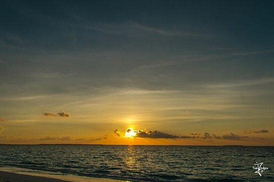 Hanimaadhoo: Awesome Sunsets every Day.