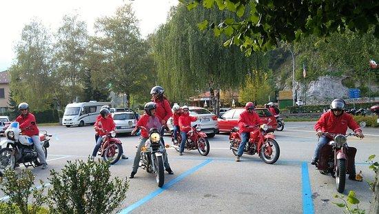 Magreglio, إيطاليا: Magreglio - Passo del Ghisallo. Meetig di moto d'epoca.