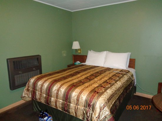 Yates Center KS Townsman Motel Room 10 Bed