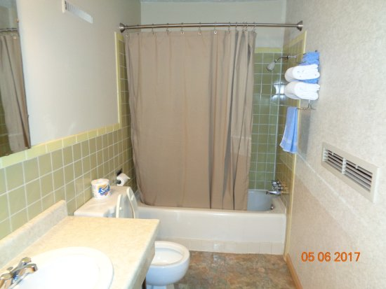 Yates Center KS Townsman Motel Room 10 Bath/Shower