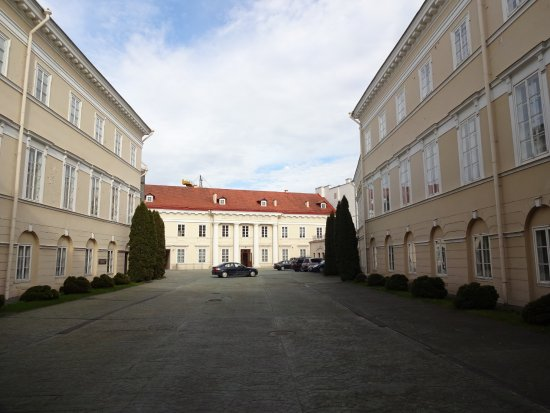 Vilnius Picture Gallery: Exterior, back courtyard of the palace