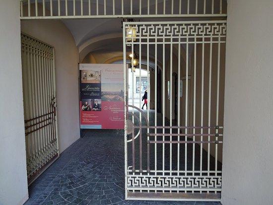 Vilnius Picture Gallery: Entrance