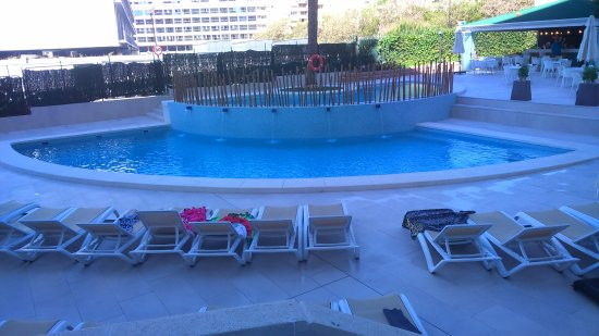 Piscina picture of primavera park apartments hotel for Piscina climatizada benidorm
