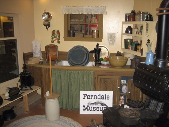 Ferndale Museum : Farmhouse kitchen, real stuff donated by locals, one of the museum's brillilantly curated displa