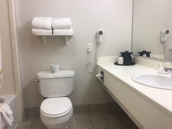 La Quinta Inn & Suites San Antonio Airport: Bathroom