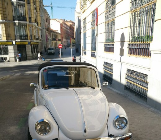 MadSnail Travel Private Tours: Our super Wolkswagen Beetle!
