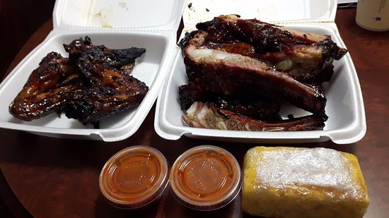 Indian Head, MD: 4 wings on the left and a HALF portion of ribs on the right, which works out to about 8 ribs