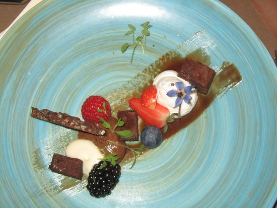 Les Nymphes : Chocolade dessert met o.a. mousse, chocoladefond en vers fruit
