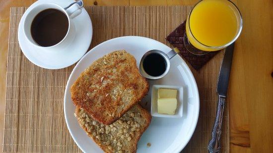 Laguna Lodge Eco-Resort & Nature Reserve: Coconut and oat french toast, Maya hot chocolate, fresh squeezed orange juice.