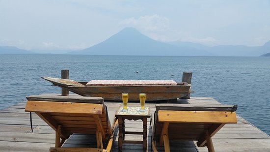 Laguna Lodge Eco-Resort & Nature Reserve: A cold beer with a view.
