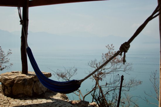 Laguna Lodge Eco-Resort & Nature Reserve: Mirador palapa with hammocks.