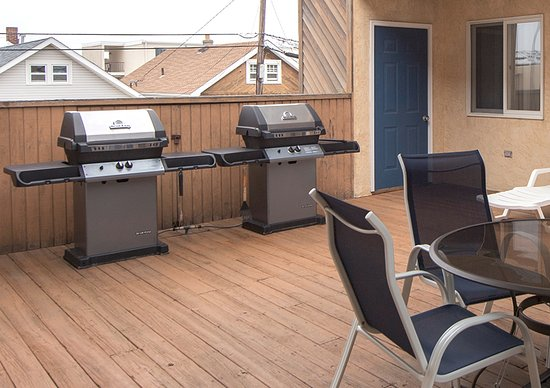 Seaside Heights, Nueva Jersey: New BBQ grills at the Sunburst II for our guest's convenience